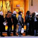 I saldi, la crisi e il mese senza acquisti