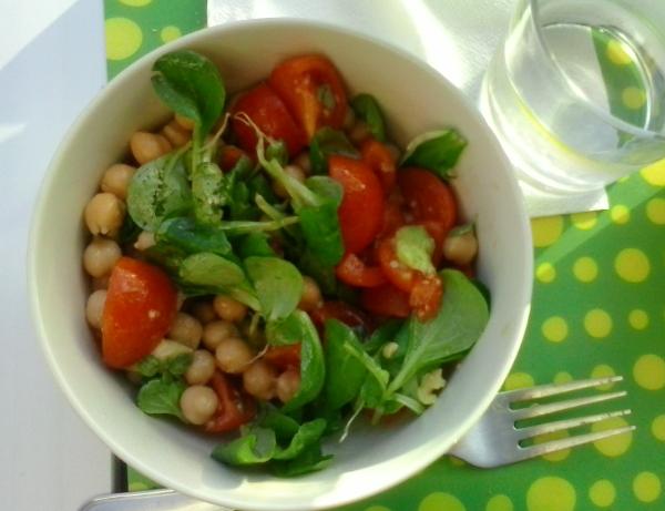 Insalate estive di legumi e botanica